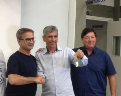 Sandro e Nei celebram vitória com associados da...