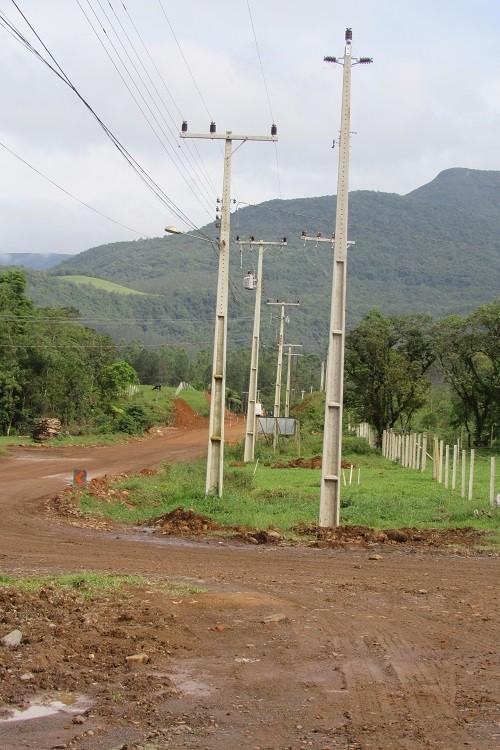 Cersul inicia obras de nova rede elétrica na serra da Rocinha