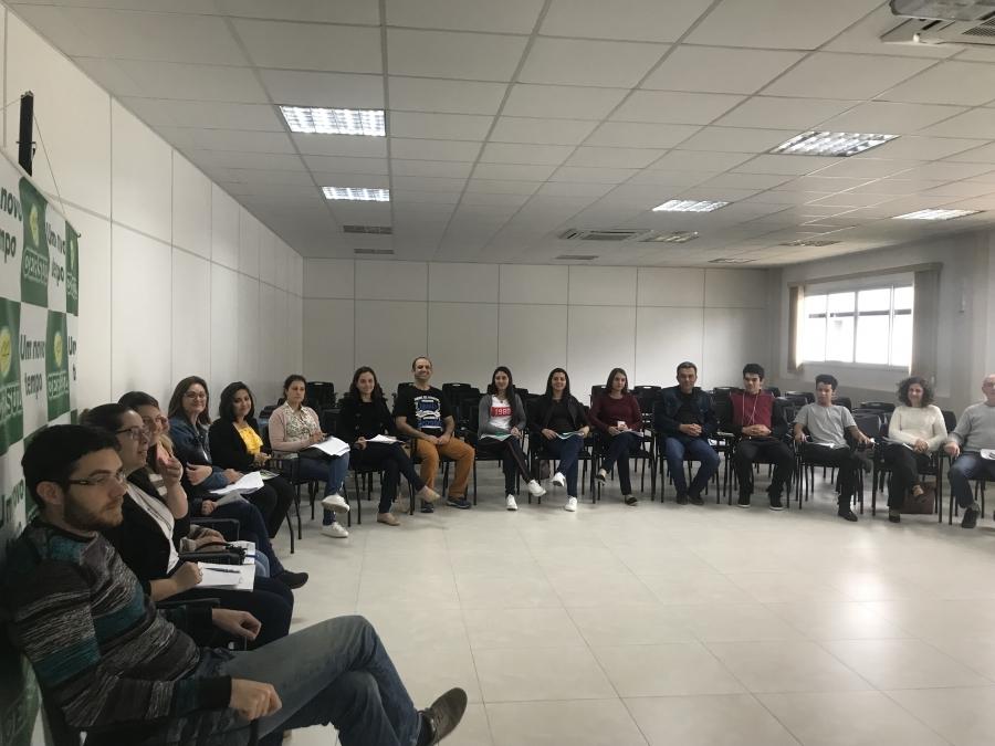 Colaboradores da Cersul participam de curso de atendimento
