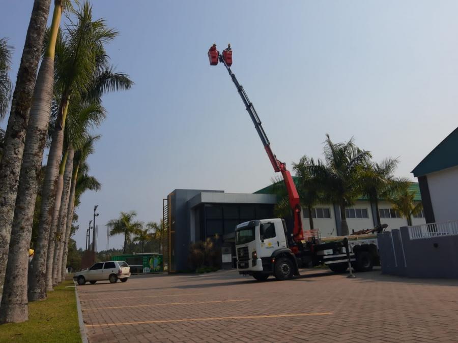 Caminhão moderno atenderá construção e manutenção de redes elétricas
